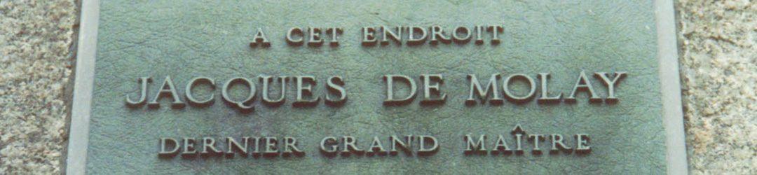 Gedenktafel an der Westseite des Pont Neuf auf der Île de la Cité in Paris, die auf den Ort der Verbrennung Jacques de Molay aufmerksam macht.